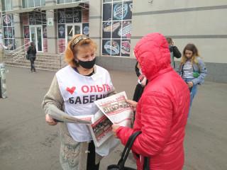 Сьогодні мобільні групи команди Ольги Бабенко знайомили криворіжців з роботою, виконаною командою під час епідемії