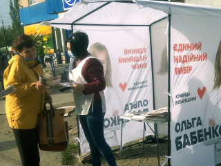 Агитационные палатки Ольги Бабенко можно увидеть в каждом районе города