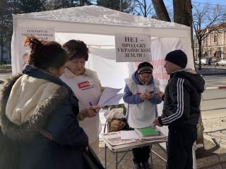 19 февраля информационные палатки ВО «Батьківщина» снова работали на улицах Кривого Рога