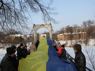 Члены общественного объединения «За рідне місто» провели флешмоб ко Дню соборности