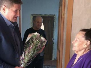 Команда ВО «Батьківщина» Ингулецкого района организация поздравила с юбилеем почетную жительницу
