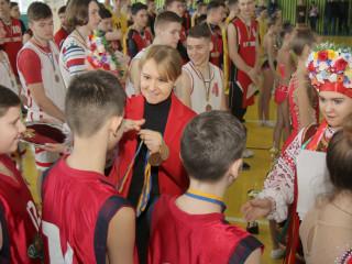 На пути к новым высотам. Ольга Бабенко наградила победителей и призеров городского турнира по баскетболу памяти Вадима Гурова