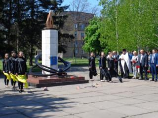Представители «ЗА PIДНЕ МIСТО» возложили цветы к мемориальным знакам Героям-чернобыльцам