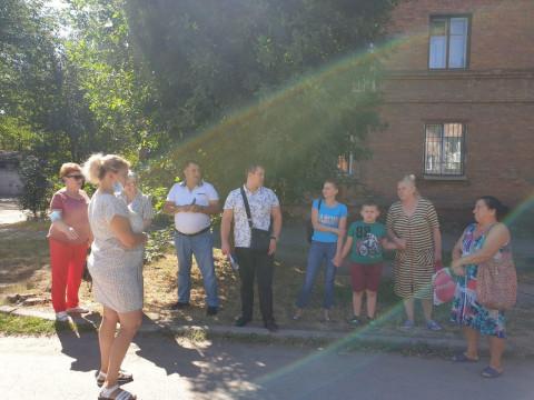 Дети – на опасной дороге, аварийные деревья делают аварийными крыши: вопросы жителей Металлургического района