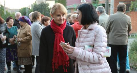 Руководитель депутатской группы ВО «Батьківщина» в Криворожском городском совете Ольга Бабенко встретилась с жителями улиц Центрально-Городского района