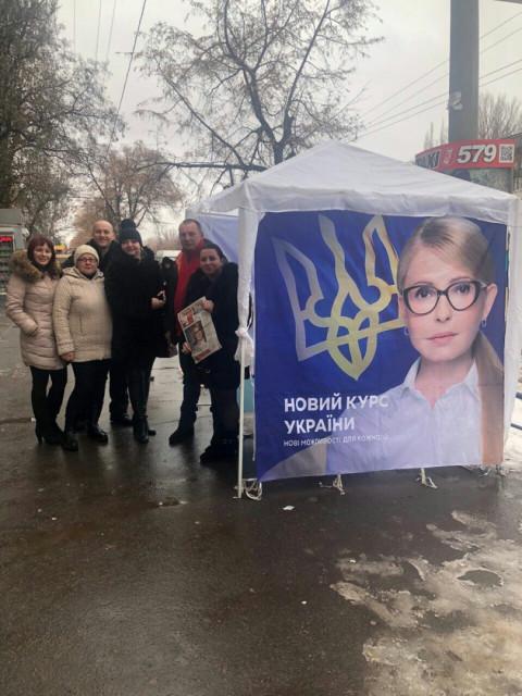 5 декабря открытые общественные приемные ВО «Батьківщина» работали на улицах Кривого Рога