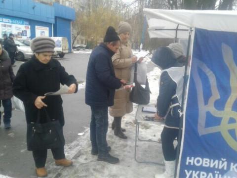 Информационные палатки ВО «Батьківщина» продолжают работать как открытые общественные приемные депутатов