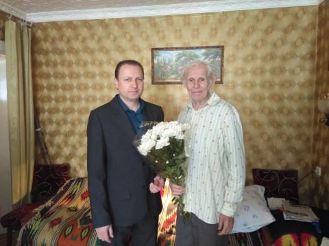 Представители «ЗА РІДНЕ МІСТО» поздравили Харламова Ивана Петровича - узника фашистского концлагеря