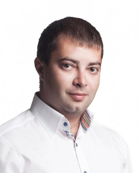 Сегодня вечером совершено зверское нападение на члена нашей команды – депутата Центрально-Городского райсовета, главу Ингулецкой организации ВО «Батьківщина» Вадима Мирзояна