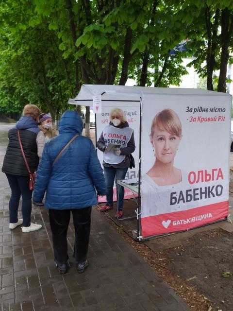 Сегодня информационные палатки команды Ольги Бабенко продолжили свою работу на улицах города