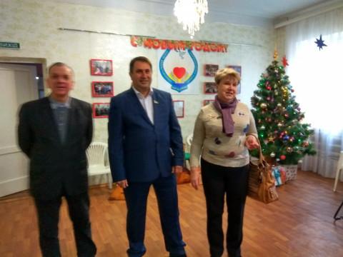 Депутаты поздравили отдыхающих Территориального центра