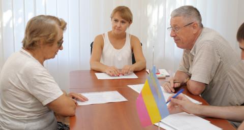Социально незащищенные жители Кривого Рога продолжают обращаться за помощью к Ольге Бабенко