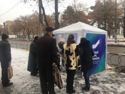 06 декабря информационные палатки ВО «Батьківщина» снова работали во всех районах города Кривого Рога