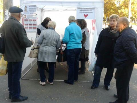 Информационные палатки ВО «Батьківщина» снова работали во всех районах города