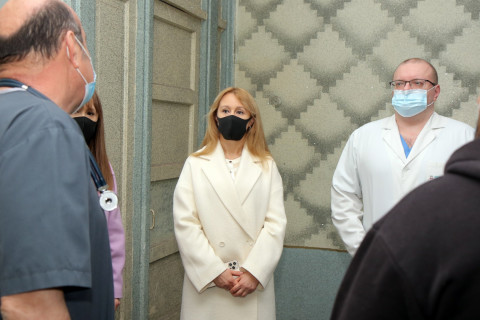 Команда ВО «Батьківщина» оказывает помощь больницам города Кривого Рога
