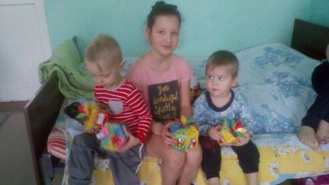 """Пациенты детской больницы получили новогодние подарки от """"ЗА РIДНЕ МIСТО"""""""
