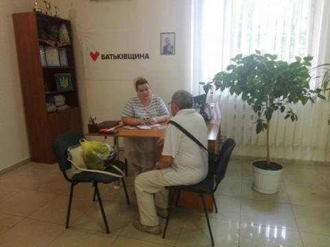 Виктория Ещина приняла от жителей района ряд обращений о благоустройстве придомовых территорий и парковых зон