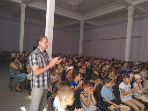 Для отдыхающих школьного лагеря КОШ №8 была организована концертная программа