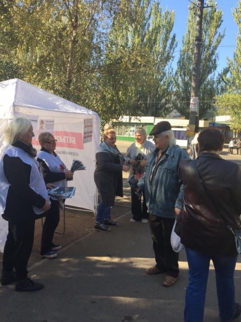 16 октября на информационных палатках партии «Батьківщина» было многолюдно