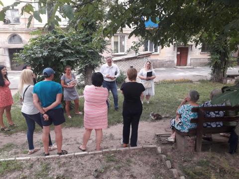 Совет специалиста: жители Ракитиной обсудили создание ОСМД с Михаилом Карым