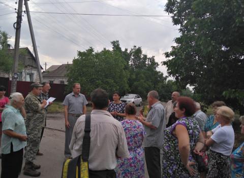 Игорь Вовкозуб провел встречу с жителями улицы Литейная