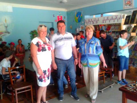 Представители «ЗА РІДНЕ МІСТО» поздравили маленьких гостей выставки  с Днем защиты детей