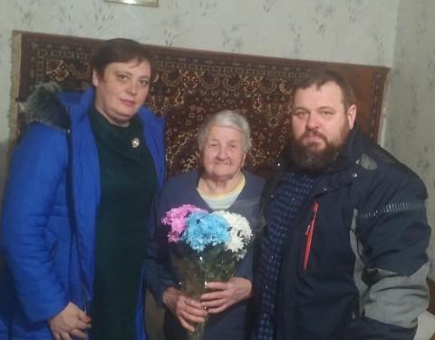Актив Тернівської організації ВО «Батьківщина» привітав мешканку міста з подвійним святом