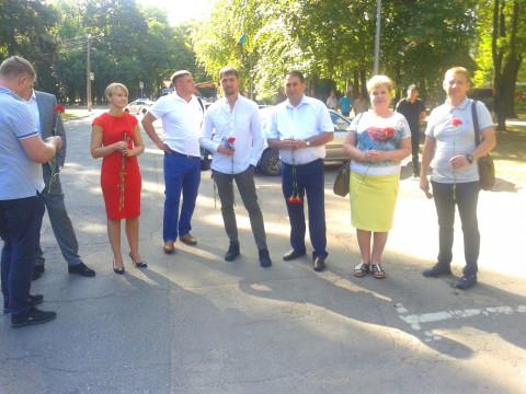 Ольга Рулева  и Фаиг Алиев  присутствовали на торжественной церемонии поднятия флага над зданием Металлургического районного совета