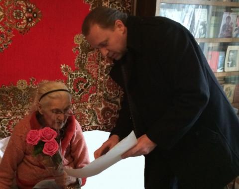 Бывший учитель отметила 90-летний юбилей