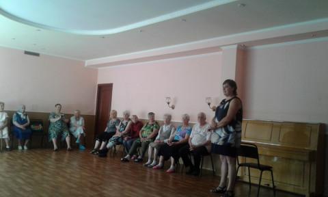 Помощник депутата Катерина Плотникова провела встречу с отдыхающими Территориального центра