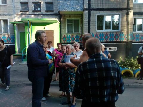 Встреча Михаила Карого на улице Головко