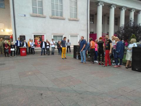 По инициативе и поддержке Ольги Бабенко в субботу на Театральной площади прошел уже традиционный танцевальный вечер