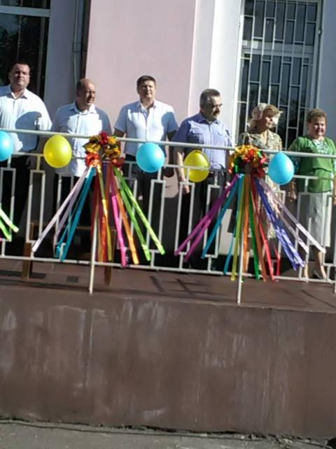 Члены «Батьківщини» поздравили с праздником Последнего звонка учащихся и педагогов общеобразовательной школы №67
