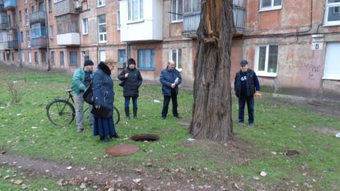 Жильцы дома с неисправной канализацией ждут результатов работы комиссии