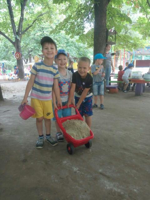 Дмитрий Левченко помог в организации летнего досуга малышей