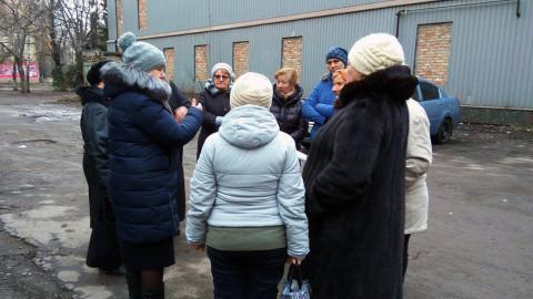 Смрад и зимой, и летом. Старая канализация и другие проблемы жителей улицы Матусевича – на выездном приёме депутата