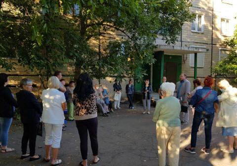 Три камня преткновения для жителей одного дома по Свято-Николаевской