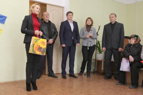 Ольга Бабенко подарила территориальному центру автоматический глюкометр