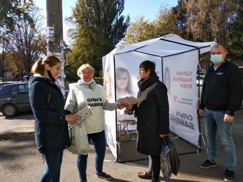 В выходные на агитационных палатках кандидата в мэры Ольги Бабенко особо людно