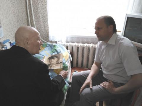 Участнику боевых действий Пешкову Ивану Егоровичу передали поздравления с наступающим Днем Великой Победы
