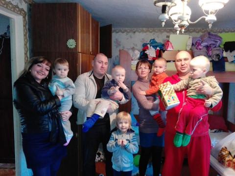 В канун Нового Года представители «ЗА РІДНЕ МІСТО» поздравили многодетную семью
