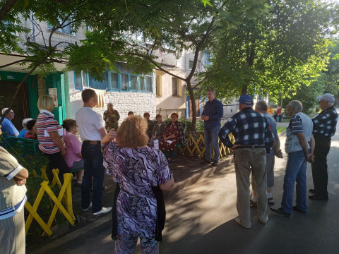 Встреча на Маршака. Михаил Карый пообщался с избирателями
