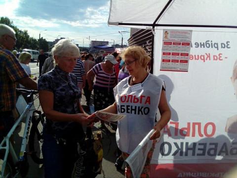 Информационные палатки ВО «Батьківщина» ежедневно работают на улицах города