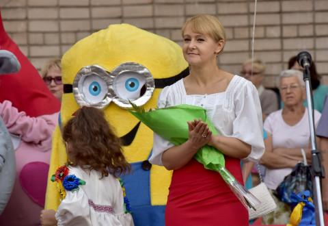 Поздравления Ольги Владимировны Бабенко с Днем знаний школьников и гостей линейки в школе №8