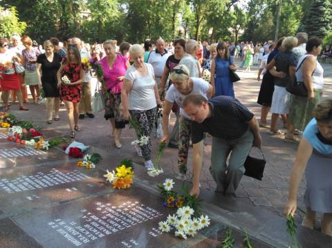 Активисты Долгинцевской районной организации приняли участие в возложении цветов